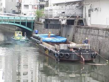 1108神田川ゴミ運搬船 のコピー.jpg