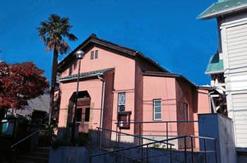 14現在の今井館聖書講堂はNPO法人今井館教友会が保存運営にあたっている.jpg