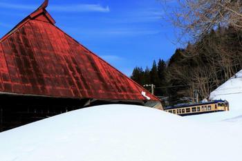 171赤い屋根の古民家.jpg