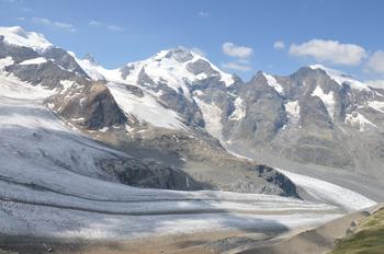 33ピッツベルニナ4049m ペルス氷河 右モルトラッチ氷河と合流 のコピー.jpg