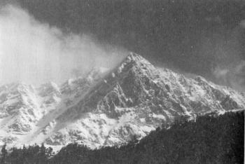ダラムサラの聖なる山.jpg
