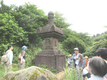 多田満仲の墓 のコピー.jpg