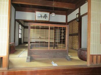 玄関脇の和室 のコピー.jpg