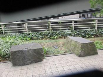 神田橋石垣跡の石2.jpg