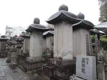 祥雲寺秋月黒田家の墓 のコピー.jpg